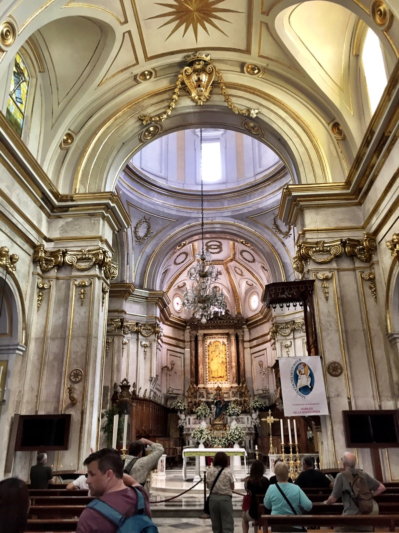 La chiesa di Santa Maria Assunta. What is an Italian town without its Roman Catholic church, after all? This one was so beautiful inside. You've seen the outside in our Positano pics. It has a beautiful dome that can be seen in the center of town.