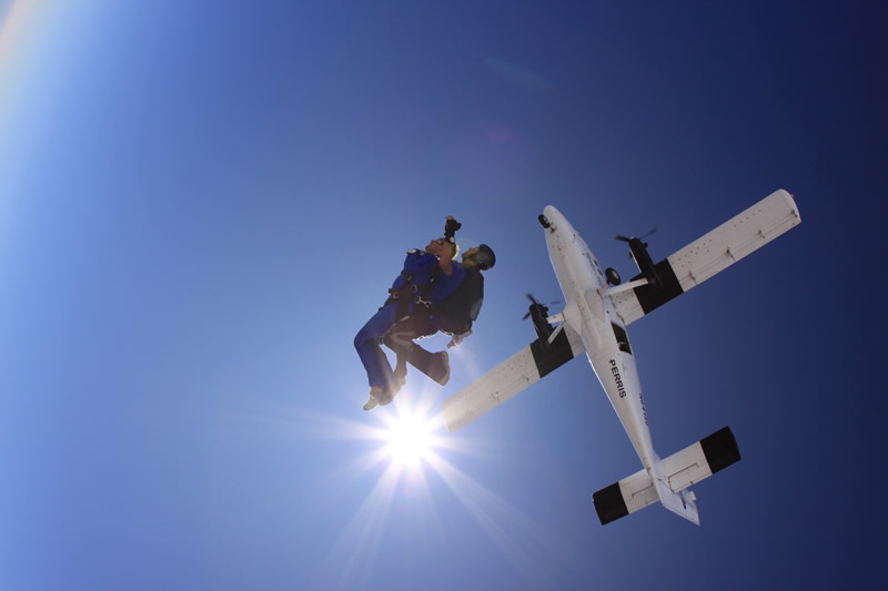 kendra wilkinson skydiving